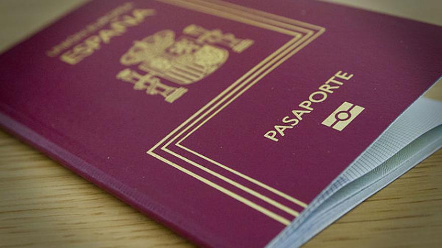 Sorprendidos en Tenerife al no saberse los nombres de sus pasaportes falsos