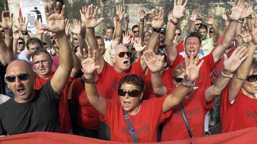 Protesta de los trabajadores de Sniace en Torrelavega. | EFE