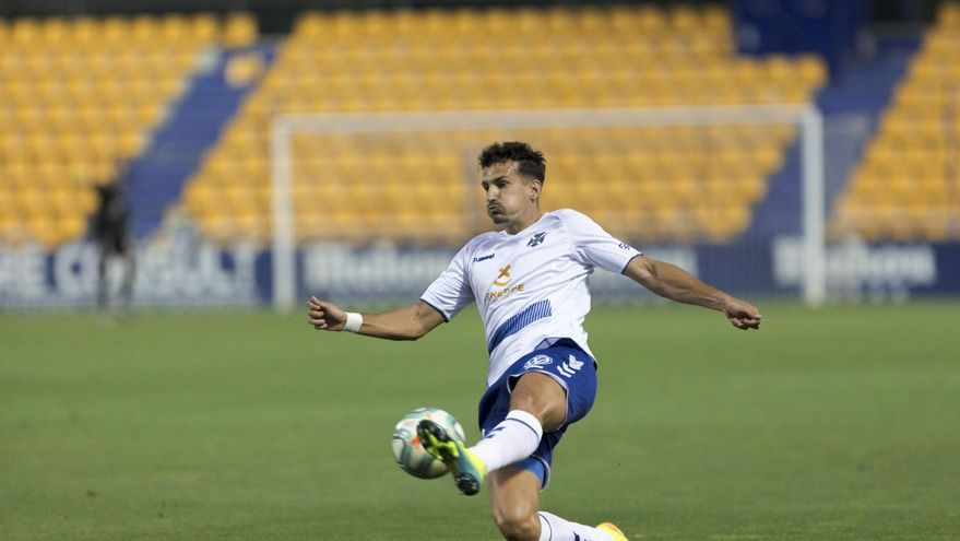 El Tenerife no puede con el arbitraje en Alcorcón y se despide de la promoción