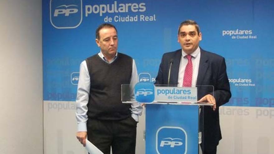 A la izquierda Teodoro Santos, alcalde de Fuente el Fresno (Ciudad Real) / Foto: miciudadreal.es
