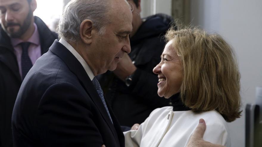 El ministro del Interior, Jorge Fernández Díaz, y la fiscal general del Estado, Consuelo Madrigal