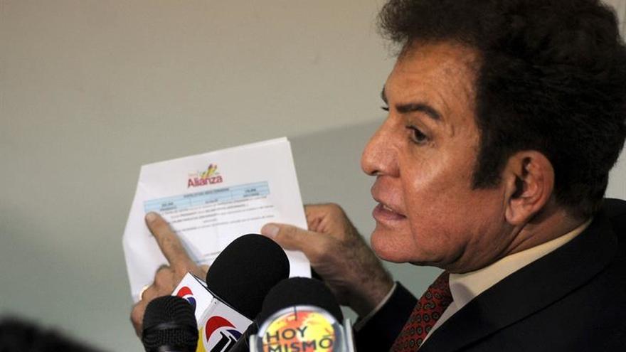 Nasralla dice en una protesta que se debe impedir la toma de posesión de Hernández