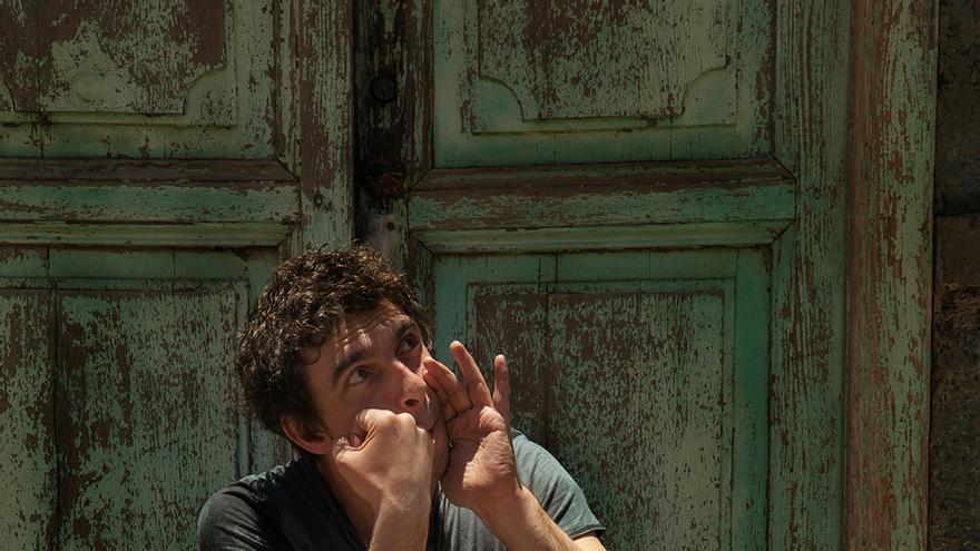 El artista francés Féloche rinde homenaje a La Gomera en 'Silbo'.