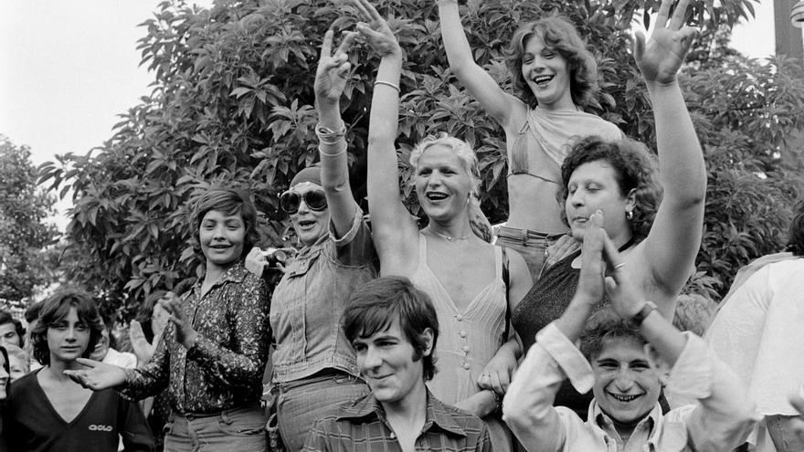 Parte de las mujeres trans que lideraron la marcha de Las Ramblas de 1977.