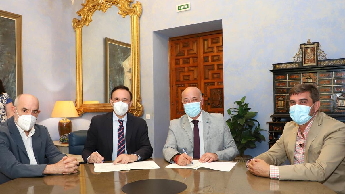 Firma del convenio entre la Universidad y la Diputación