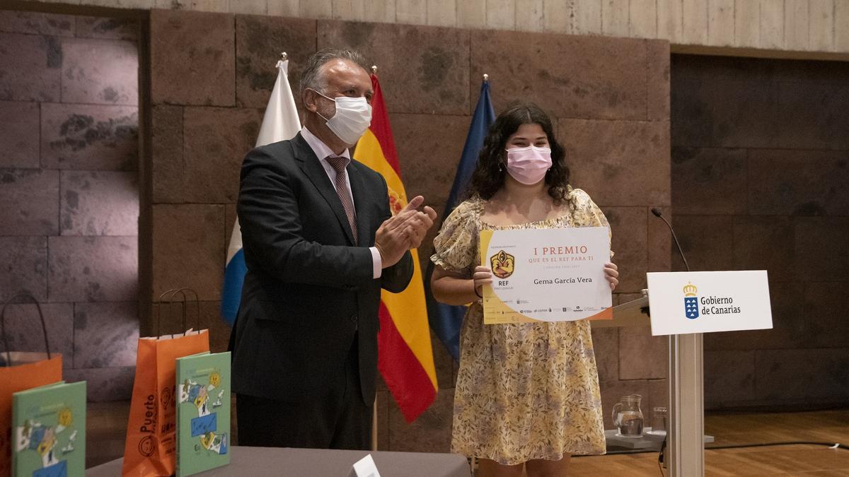 Ángel Víctor Torres en la entrega de premios.