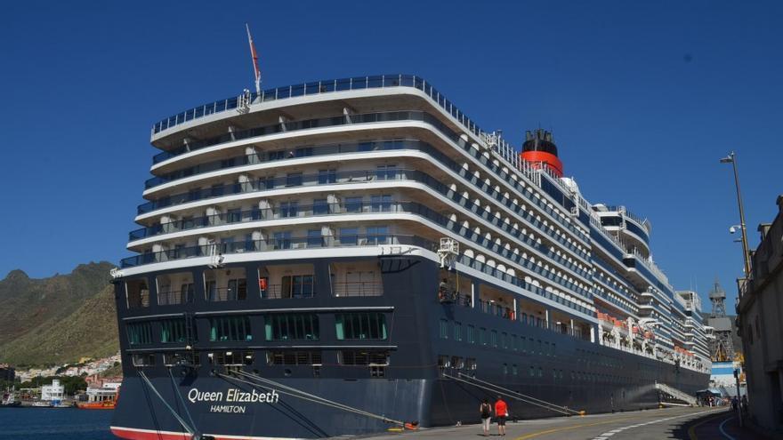 El buque 'Queen Elizabeth', en una de sus presencias en Santa Cruz