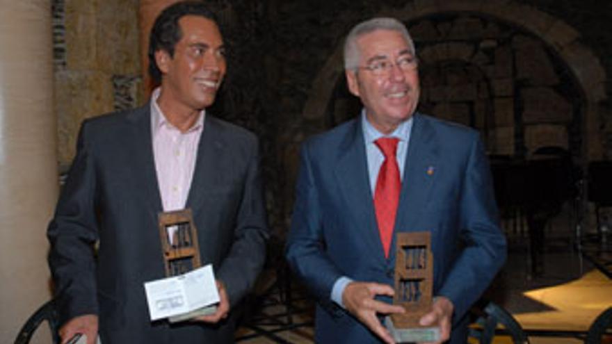 José Vélez y el alcalde del Telde, Paco Santiago.