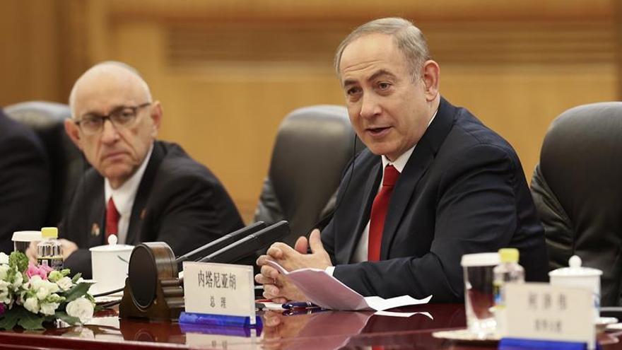 Li recibe a Netanyahu con el compromiso de un acuerdo comercial y la defensa del iraní
