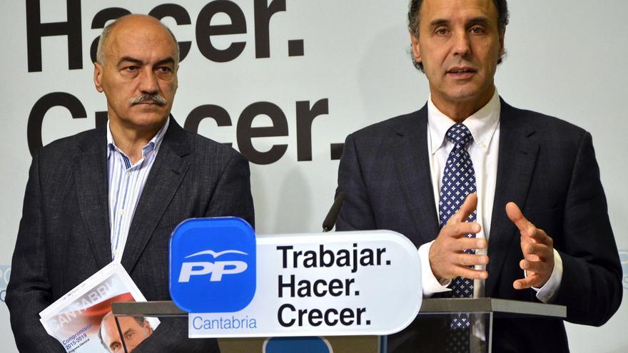 Santiago Recio e Ignacio Diego en un acto de campaña en 2015.