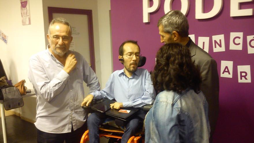 Echenique junto con los candidatos de Podemos a las elecciones del 20D.