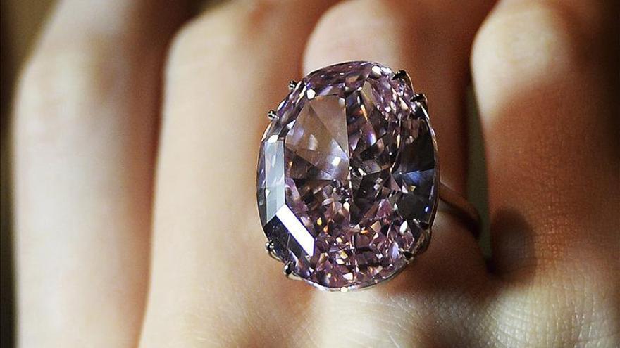 Una subasta de joyas alcanza el récord de 200 millones de dólares en una noche