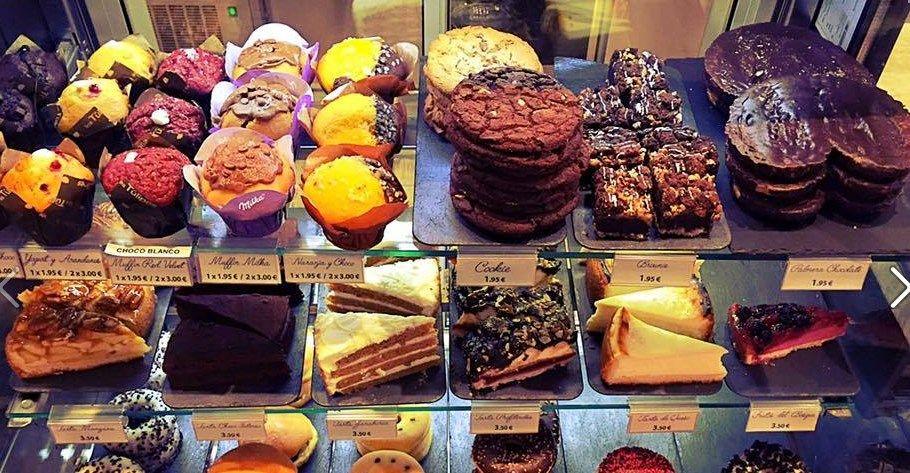 Parte de la oferta de la panadería - cafetería La Doña