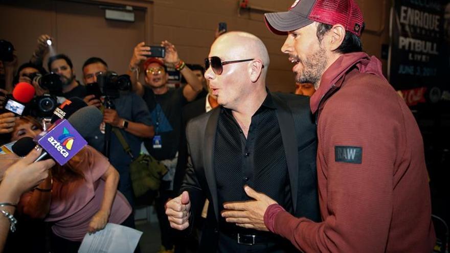 """Enrique Iglesias y Pitbull reinan en """"casa"""" con un espectáculo de puro Miami"""