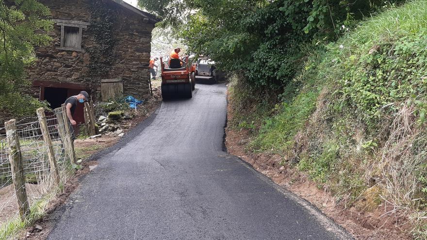 Trabajos de adecuación del camino de acceso al caserío Erramunto en el barrio Pekotxeta de Valcarlos