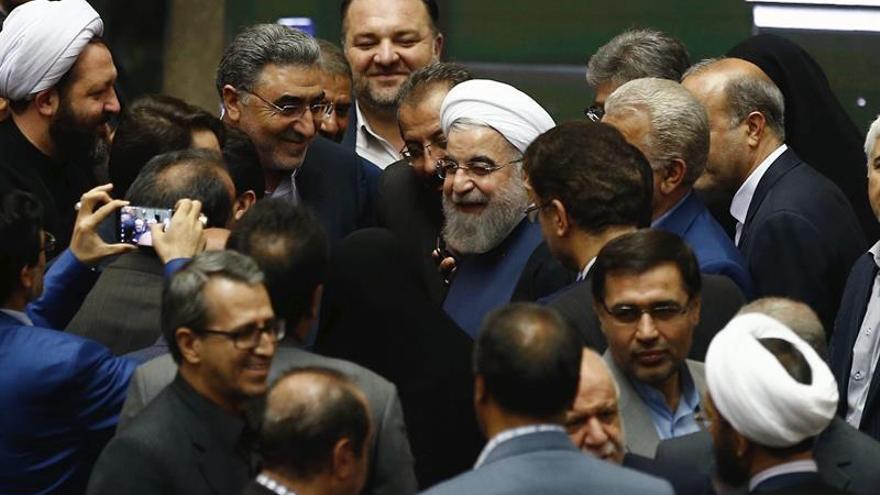 Rohaní defiende sus nuevos tres ministros propuestos ante el Parlamento