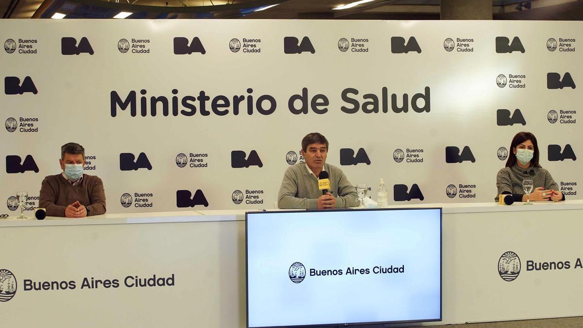 """El ministro de Salud porteño, Fernán Quirós, advirtió que la variante Delta del coronavirus """"está viniendo a la Argentina con personas que están retornando"""" al país."""