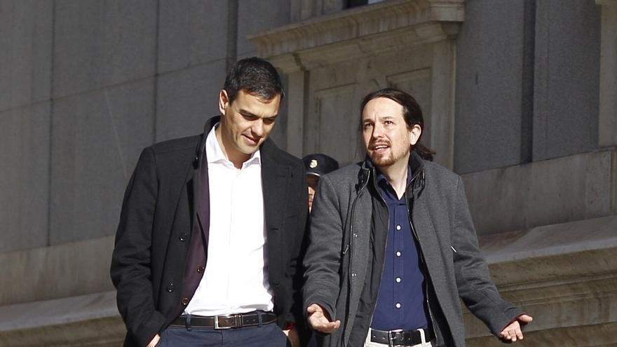 Pedro Sánchez e Iglesias tienen un primer contacto telefónico pero no conciertan una reunión