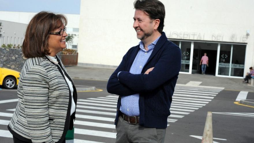 La directora insular del IASS, Juana María Reyes, y el presidente del Cabildo, Carlos Alonso / Foto del Cabildo de Tenerife