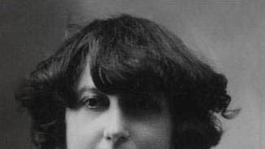 Concha Espina publicó su primera novela en 1909. Sus más de setenta obras, que incluyen narrativa, poesía, teatro y ensayo, la convirtieron en una de las escritoras más leídas de su época.