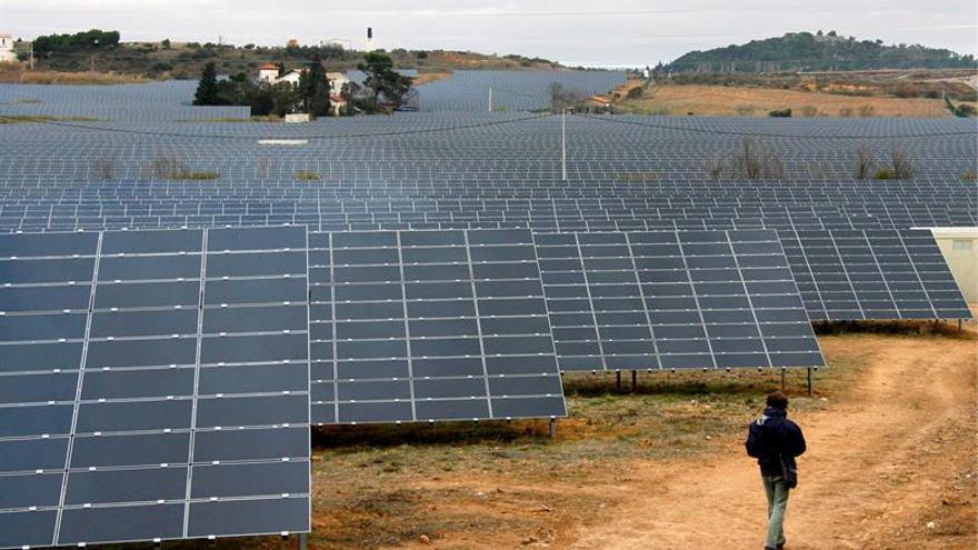 Sonatrach y ENI construirán una planta solar cerca de la frontera con Túnez