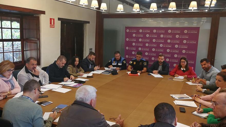 Reunión de coordinación celebrada este lunes en el Ayuntamiento lagunero