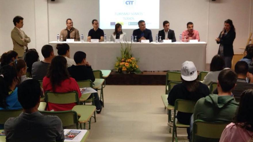 Imagen de archivo de la jornada del programa 'Turismo Somos Todos'  celebrada en el IES de Las Breñas.