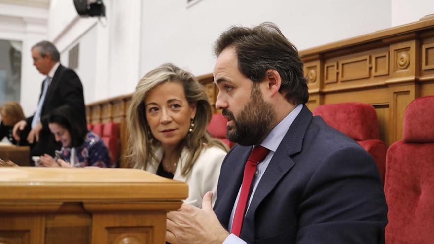 Los 'populares' Lola Merino y Paco Núñez durante el pleno