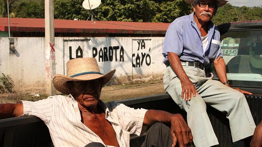 Los murales celebrando la victoria de las comunidades contra la presa de La Parota son omnipresentes en el territorio del Cecop. / Foto: Emma Gascó.