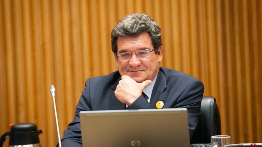 """Escrivá dice que se están """"afinando propuestas"""" para extender los ERTE y remite a la comisión económica"""