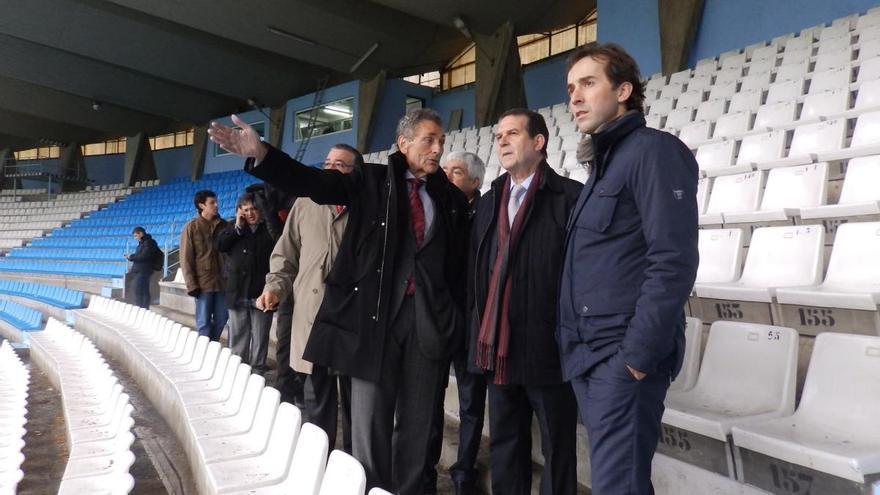 El presidente del Celta, Carlos Mouriño, y el alcalde de Vigo, Abel Caballero, en una visita al estadio municipal de Balaídos