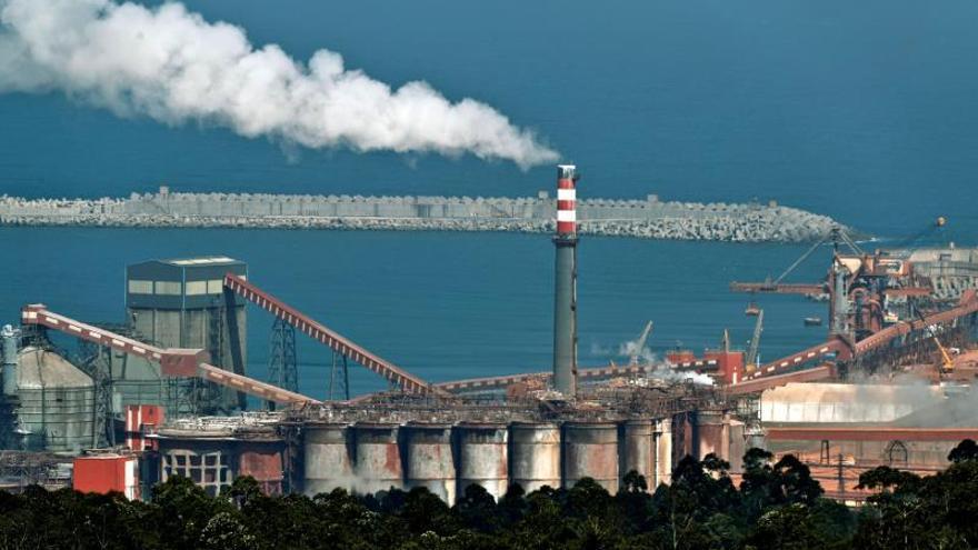 """Alcoa dice a los trabajadores que la planta de San Cibrao """"no es viable"""""""