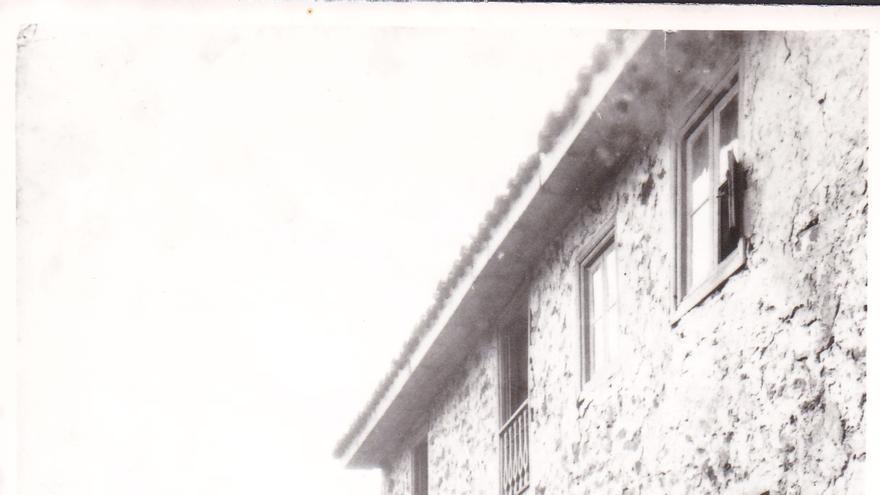 La familia Castiello al completo, en su casa de Peón en 1927.