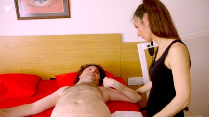 Samanta Villar sorprende en Cuatro con una asistenta sexual que ayuda a discapacitados