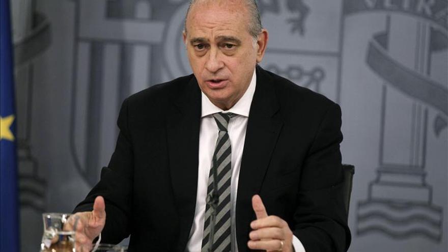 Fernandez Díaz dice que con la Policía o la Guardia Civil no hubiera habido homenajes a excarcelados