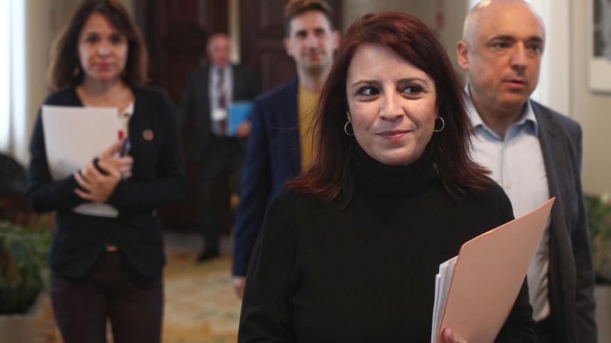 La portavoz del PSOE en el Congreso, Adriana Lastra y el secretario general del Grupo Socialista, Rafael Simancas (dech), tras una reunión de la Junta de Portavoces