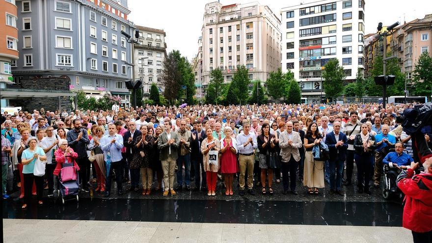 Cientos de santanderinos expresan su repulsa a los ataques y su apoyo a las víctimas