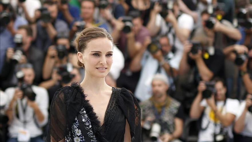 """Natalie Portman dice que los sueños con príncipes azules """"pueden ser devastadores"""""""
