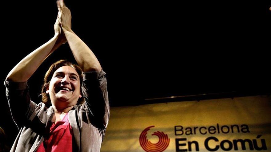 Colau quiere hacer auditorías en Barcelona y se reafirma en celebrar una consulta