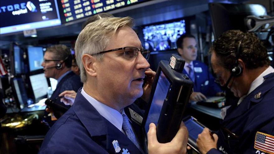 Wall Street cierra con nuevos máximos históricos del Dow Jones y el S&P 500