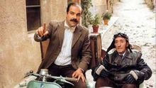 Teodoro y Jimmy llegando al pueblo en 'Amanece, que no es poco'