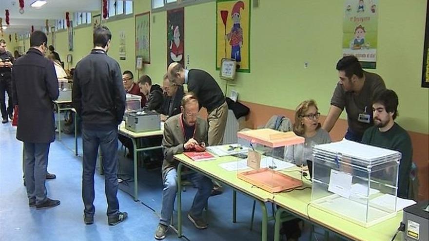 La participación se sitúa en el 37,58% a las 14.00 horas en C-LM, casi dos puntos menos que en 2011