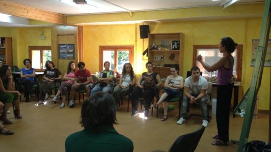 Una de las actividades del taller 'El Teatro como Herramienta en la Educación Ambiental' organizado por el CJEx.