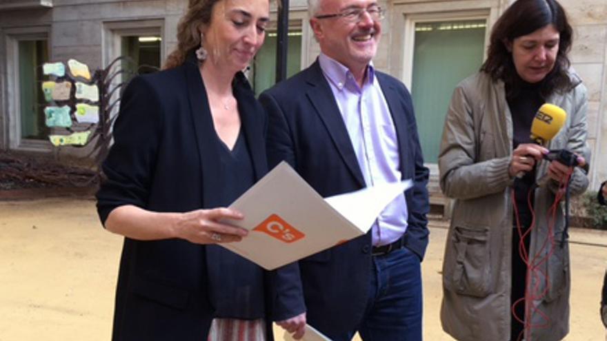 Los portavoces de Ciudadanos y Podemos (Carolina Punset y Antonio Montiel) en las Corts