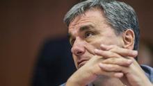 Tsakalotos pide concretar las medidas de alivio de la deuda para atraer inversiones