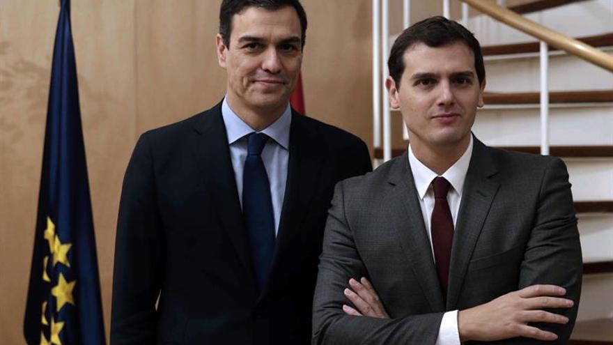 Sánchez y Rivera sellarán su acuerdo en la sala Constitucional del Congreso