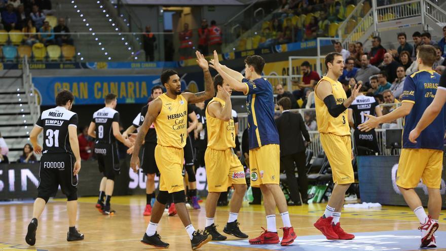 Partido entre el Herbalife Gran Canaria y el Dominion Bilbao Basket en el Gran Canaria Arena. (Alejandro Ramos).