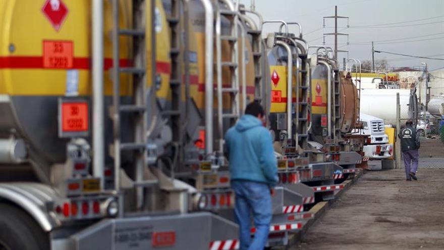 Dueños de camiones paralizan transporte de granos en Argentina