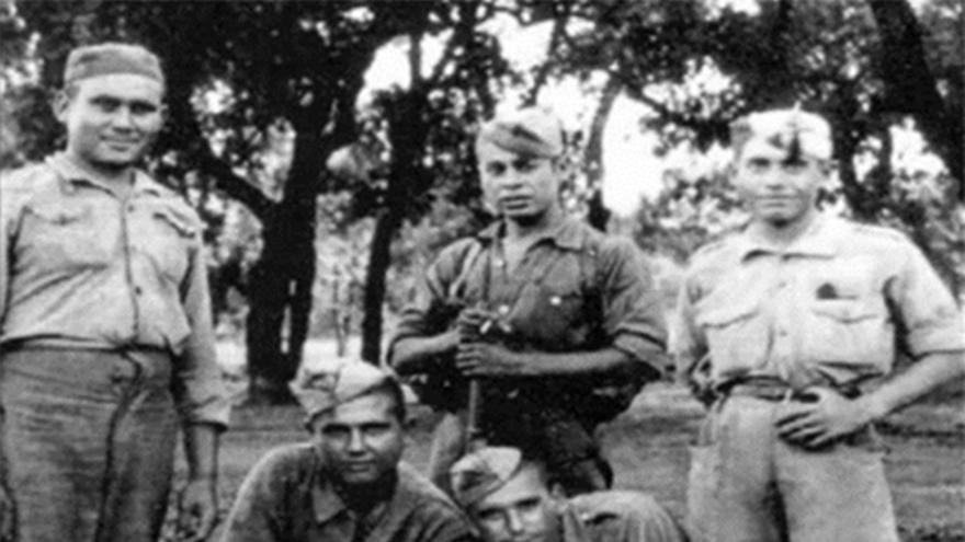 Guardias y prisioneros del Batallón Disciplinario nº 2 en Cerro Muriano (Córdoba), año 1942.