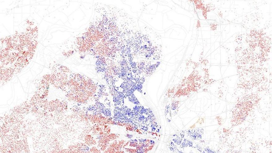 Sant Louis está entre las diez regiones con mayor segregación racial de Estados Unidos. Los puntos rojos representan la población blanca y los azules la negra.